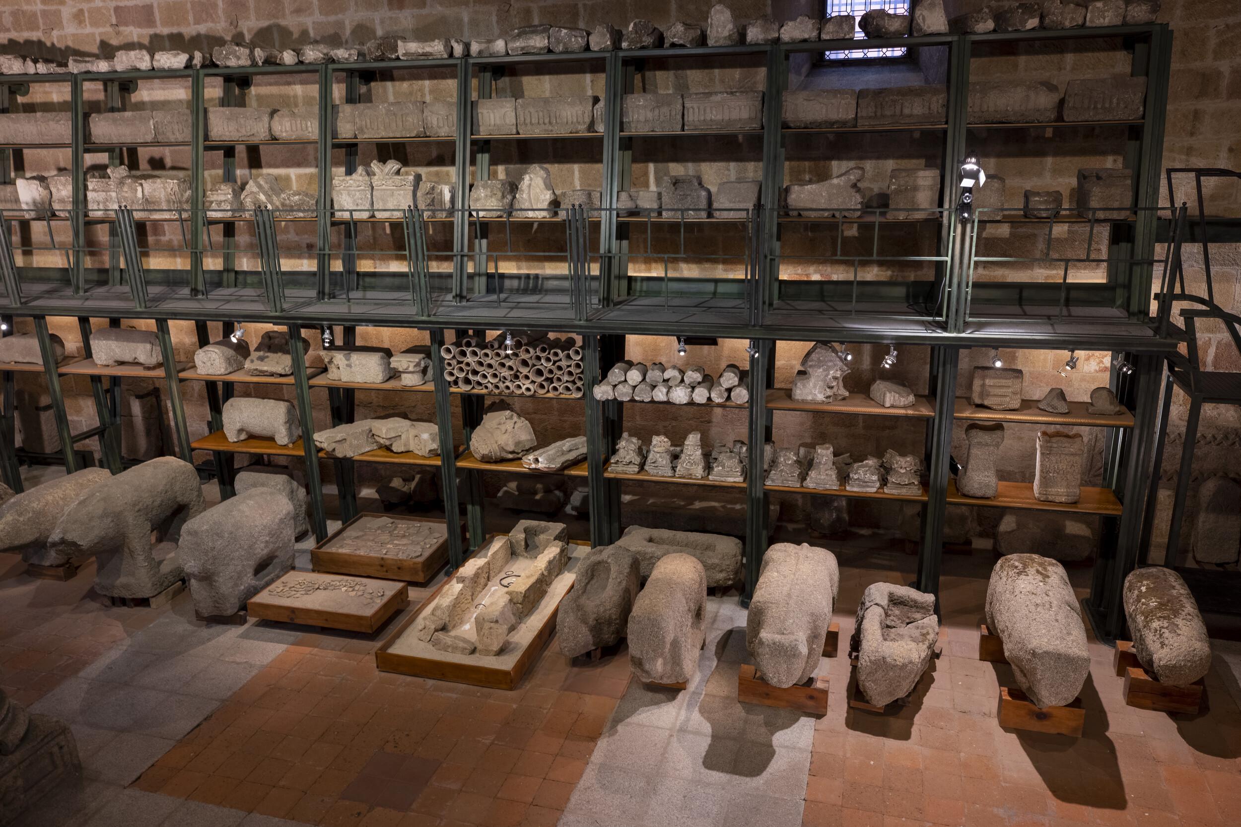 Verracos y cistasEl Palomar, MartiherreroRoma. Siglo II / III d.C.Granito [75/5/14 a 20] Almacén Visitable de Santo Tomé