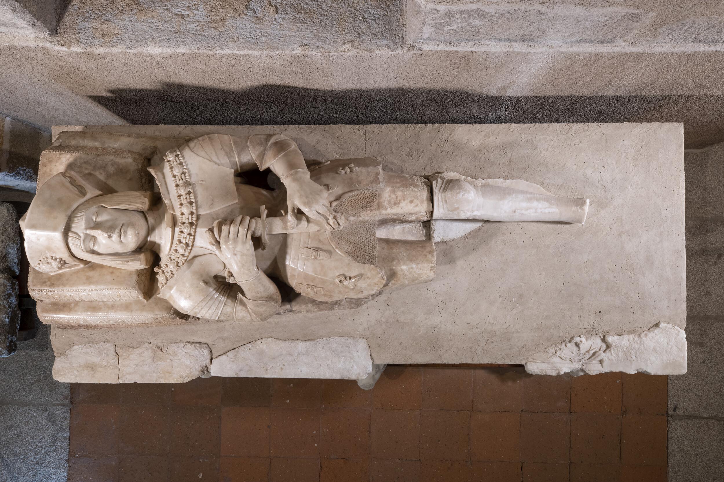 SEPULCRO DE BERNALDINO DE BARRIENTOSSerranos de la Torre (Zapardiel de la Cañada)Renacimiento. Principios del siglo XVIAlabastro / 133 x 207 x 84 cm[97/53/1]. Almacén Visitable de Santo Tomé